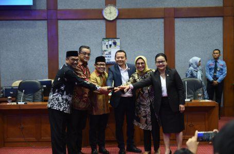 Pimpinan Komisi X Dilantik, Hetifah: Mari Bersama Bersinergi