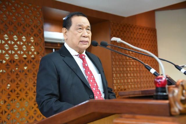 Drs. KAHAR MUZAKIR (Ketua Fraksi Partai Golkar)