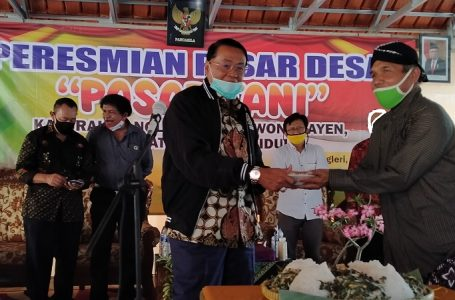 Gandung Pardiman Resmikan 'Pasar Tani' di Gunung Kidul