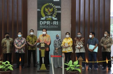 Draf Final UU Ciptaker Diserahkan Kepada Presiden Jokowi 14 Oktober