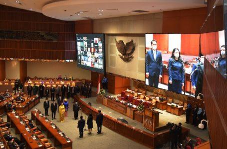 Paripurna DPR Lantik 6 Anggota PAW
