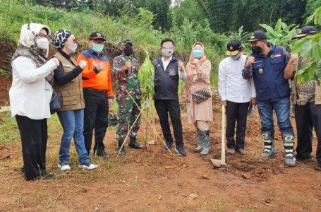 Kunjungi Lokasi Longsor Sumedang, Komisi VIII Salurkan Bantuan