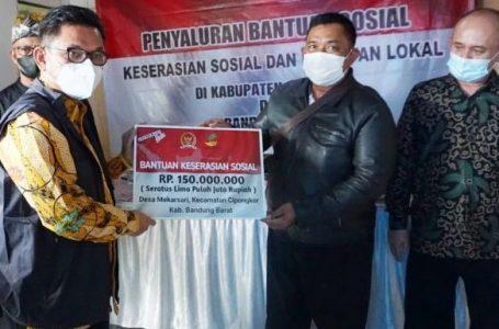 Ace Hasan Syadzily Serahkan Bantuan Keserasian Sosial dan Kearifan Lokal